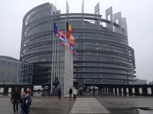 ЧехияиИрландиягласуват днес, за да избератсъответно21и11евродепутати. Утрегласуват вЛатвия,МалтаиСловакия, както и вЧехияза
