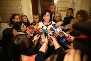 Председателят на БСП Корнелия Нинова упражни своето право на глас