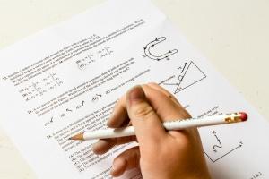 Публикувахарезултатите от държавните зрелостни изпити. Дванадесетокласниците могат да ги видят