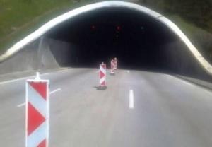 """Снимка: Катастрофа затруднява движението в тунел """"Витиня"""""""
