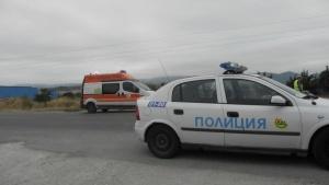 Снимка: Шофьор блъсна полицай на мотор по пътя за Гърция