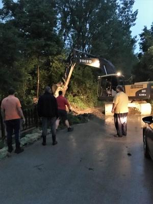 Силен порой се изсипа над великотърновското село Хотница във вечерните