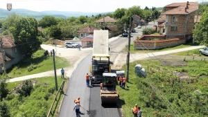 Започна цялостното преасфалтиране на участъци от четвъртокласни пътища край Велико
