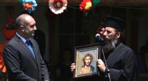 ПрезидентътРумен Радевприсъства на празнична света литургия, отслужена от митрополит Николай,