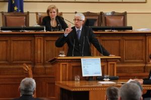 Бившият енергиен министърРумен Овчаров се изправя пред съда.Обвинението срещу него