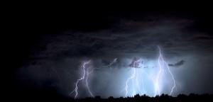 Оранжев код за интензивни валежи с гръмотевици е обявен за