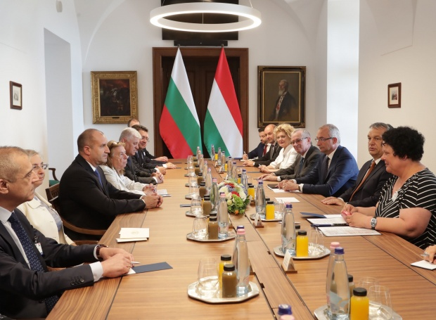 Румен Радев се срещна с унгарския президент Янош Адер в Будапеща
