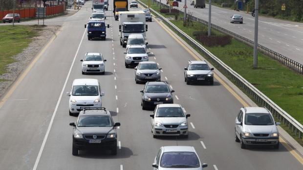 6 часа на опашка в КАТ за подмяна на шофьорската книжка