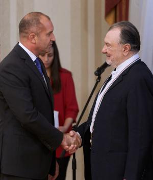 Президентът Румен Радев удостои днес в Гербовата зала на