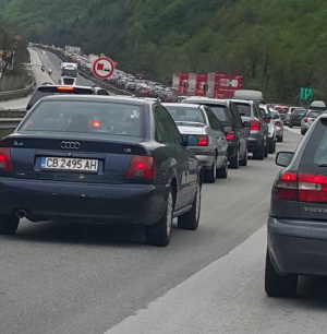 Засилен трафик по границата с Румъния