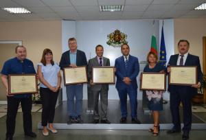 Министърът на икономиката Емил Караниколов връчи пет сертификата за инвестиции
