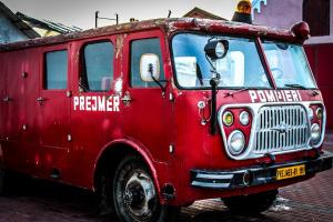 Снимка: Камион със слама изгоря на пътя към Рожен