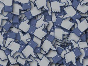 Социалната мрежа Facebook е записвала разговори на свои потребители, сочи