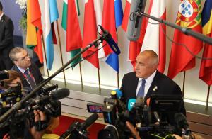Премиерът Бойко Борисов пак седна зад волана, за да откара