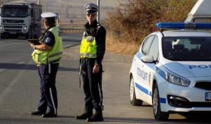 Тир с натоварено ремарке е аварирал в района на Гурковои