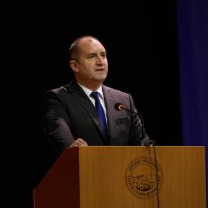 Снимка: Радев на Шипка: Управлението на Борисов закотви страната ни на дъното на Европа