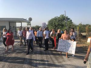 Жители наАтия, Черноморец и Присад излязоха на протест срещу трите