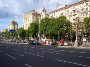 В центъра на Киев неизвестен стреля с гранатомет във фасадата