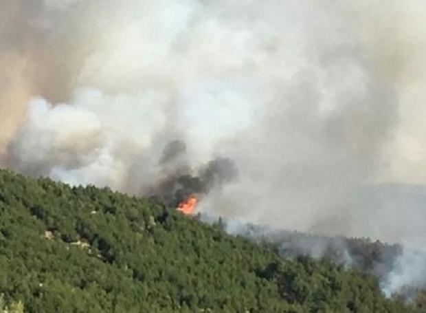 Евакуират хора от гръцки остров заради голям пожар