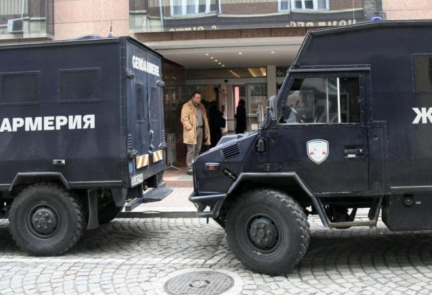 Спипаха 100 кг дрога и автомати в склад в София, подозират Радо Ланеца