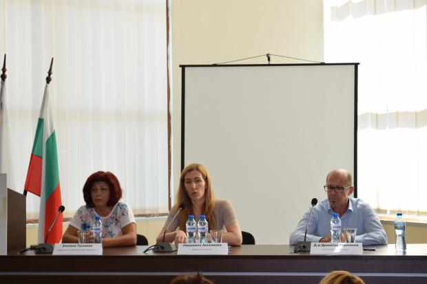 Министър Ангелкова на среща с бранша в Приморско