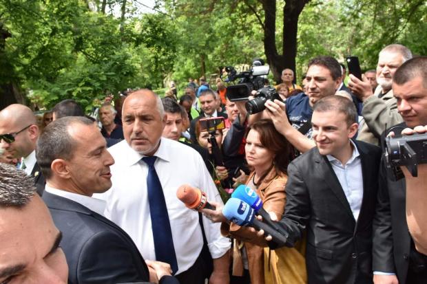 Борисов: Ще се справим бързо с пожара на магистрала Струма