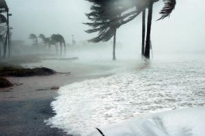 Американският център за ураганите издаде предупреждение, в което се казва,