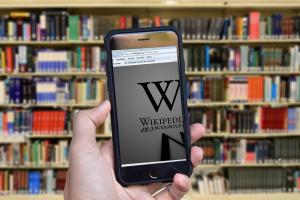 Онлайн енциклопедията Wikipedia обяви, че е станала обект на кибератака,