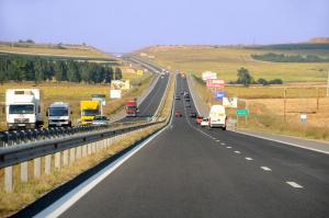 Снимка: Спират камионите утре следобед заради голямото прибиране