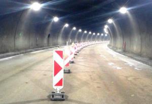 """Снимка: Ремонт на тунела на """"Тракия"""" вкарва движението към Бургас само в една лента"""