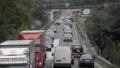 Засилен трафик и днес, големи опашки по границите