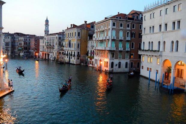 Стотици протестиращи във Венеция, искат забрана за акустиране на големи кораби