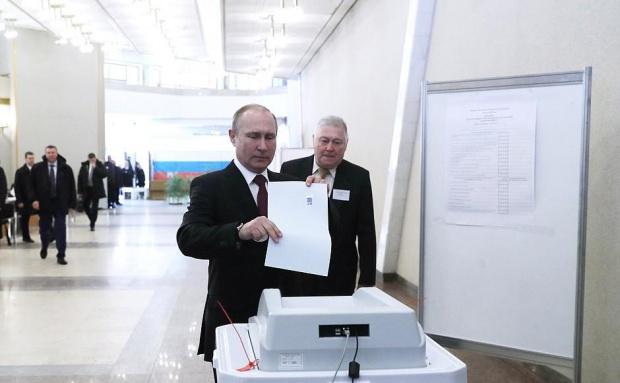 """""""Единна Русия"""" остава водеща партия в Русия"""