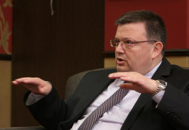 Цацаров осветли подробности около шпионския скандал и забрани на бизнесмен да влиза у нас