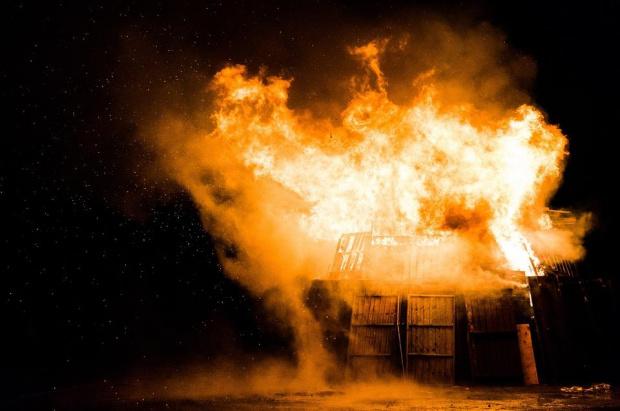 Поредица от експлозии е имало тази нощ в склад за