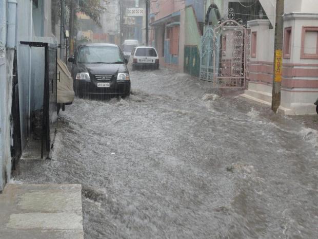 Дъждове, невиждани от век, взеха две жертви в Испания, причиниха и много щети