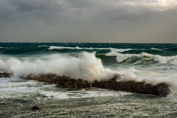 Гърция затвори няколко пристанища и забрани излизане на фериботи в