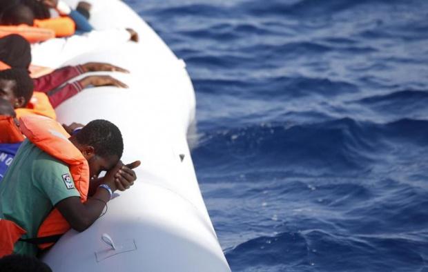 През август 7712 бежанци и мигранти пристигнаха на девет острова