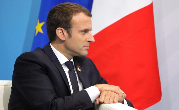 Пред около двеста членове на парламентарното мнозинство президентът на Франция