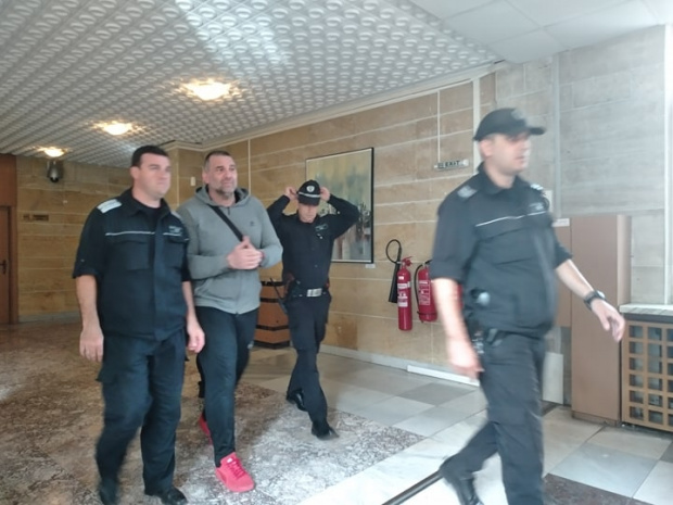 Известниятв цялата страна Атанас Червенков-Райфъла предизвика поредния съдебен екшън по