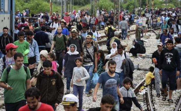 """Снимка: Ситуацията с мигрантите в Гърция става още по-сериозна – лагер на Лесбос вече """"прелива"""""""