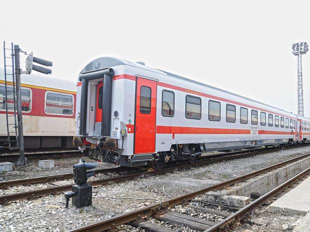 Снимка: Втори влак за деня престоя на гара заради повреда в локомотива