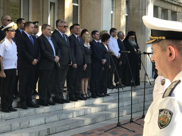 С тържествено издигане на националното знаме Варна отбеляза 111 години