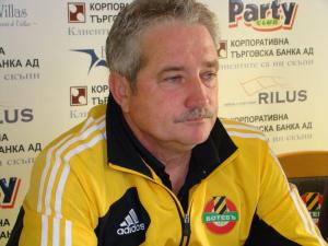 Ферарио Спасов ще вади горещите кестени в Ботев Пловдив