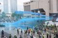 Цветен терор със синя боя срещу хиляди протестиращи в Хонконг възмути света