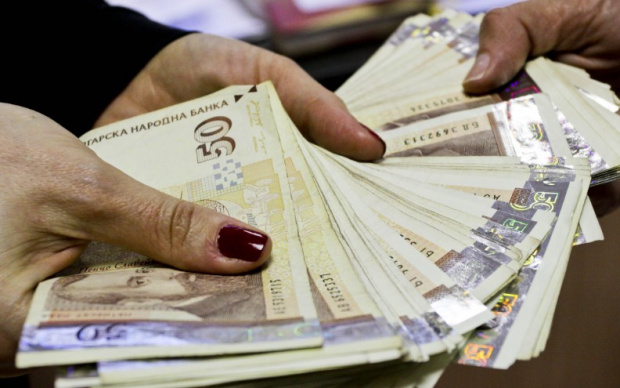 Българите, които взимат месечна заплата от 9000 лв. или повече,
