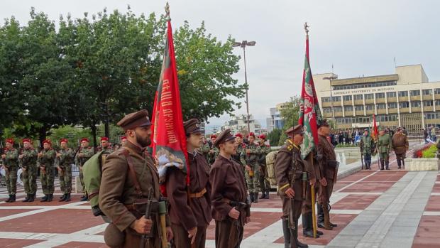 Благоевград чества Освобождението си с парад на униформи и знамена-реликви