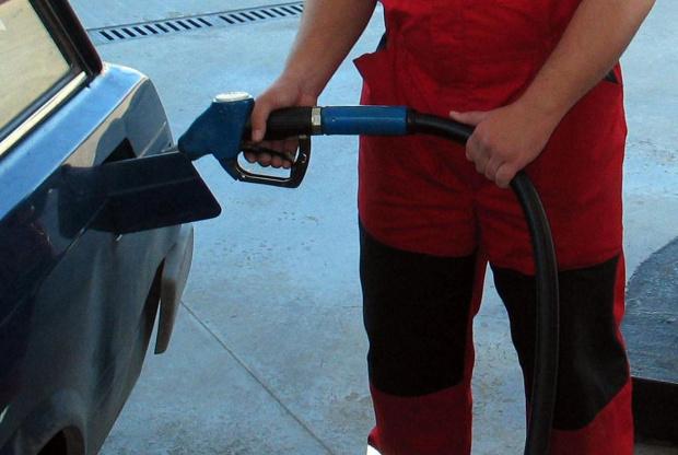 Дребните търговци на горива и превозвачи излизат на мълчаливо бдение