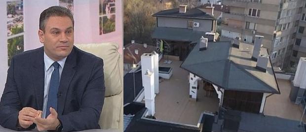 Пламен Георгиев започна да събаря терасата си.Това е едно от