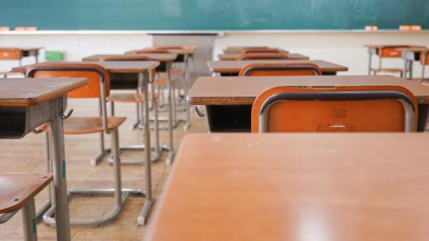 Инцидент с учител и ученик разбуни духовете в училище в